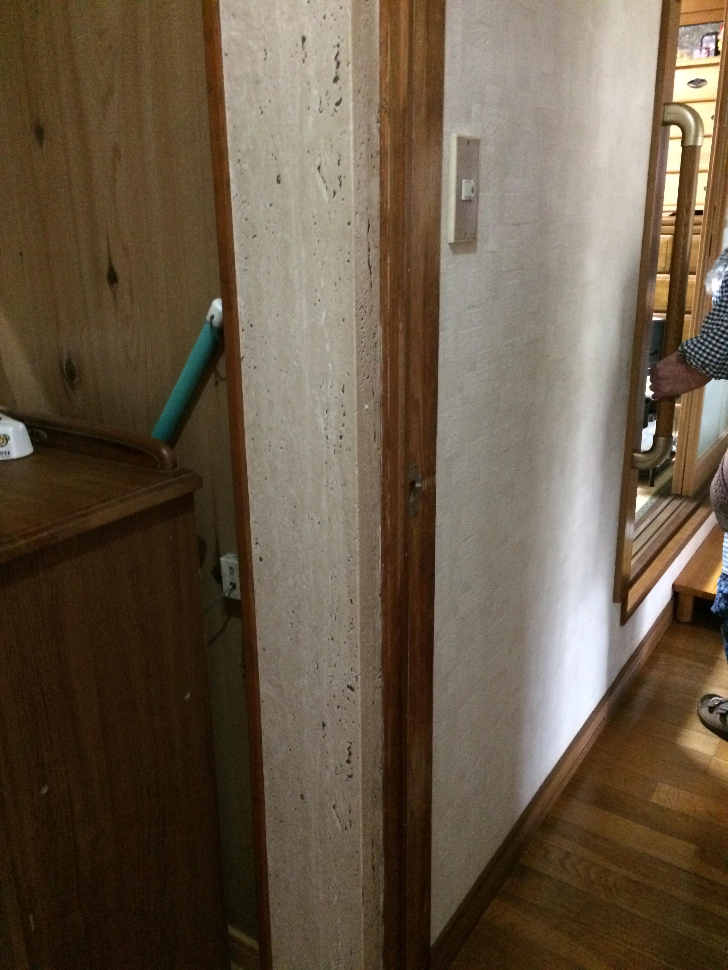 居間からトイレへ手すり設置施工前です。