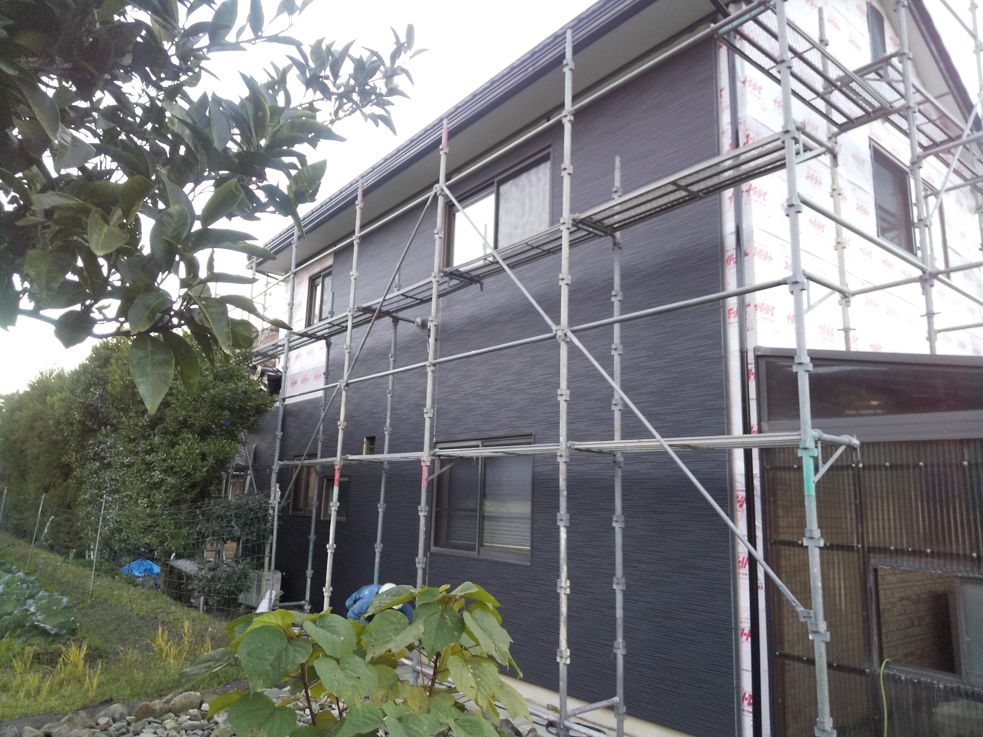 防水シート+断熱材入り金属サイディング施工