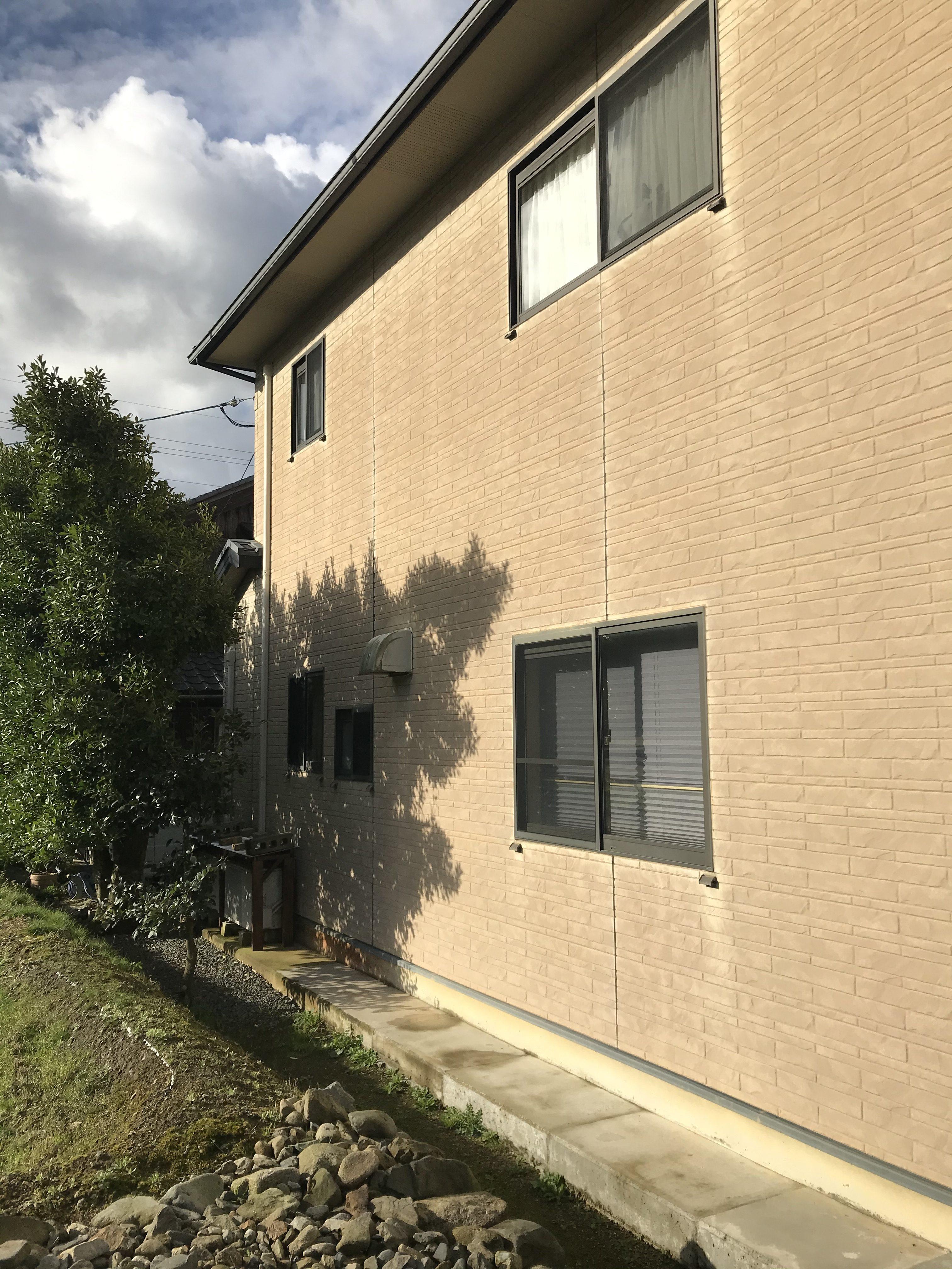 施工前:紫外線や風雨による塗膜の劣化・防水機能の低下
