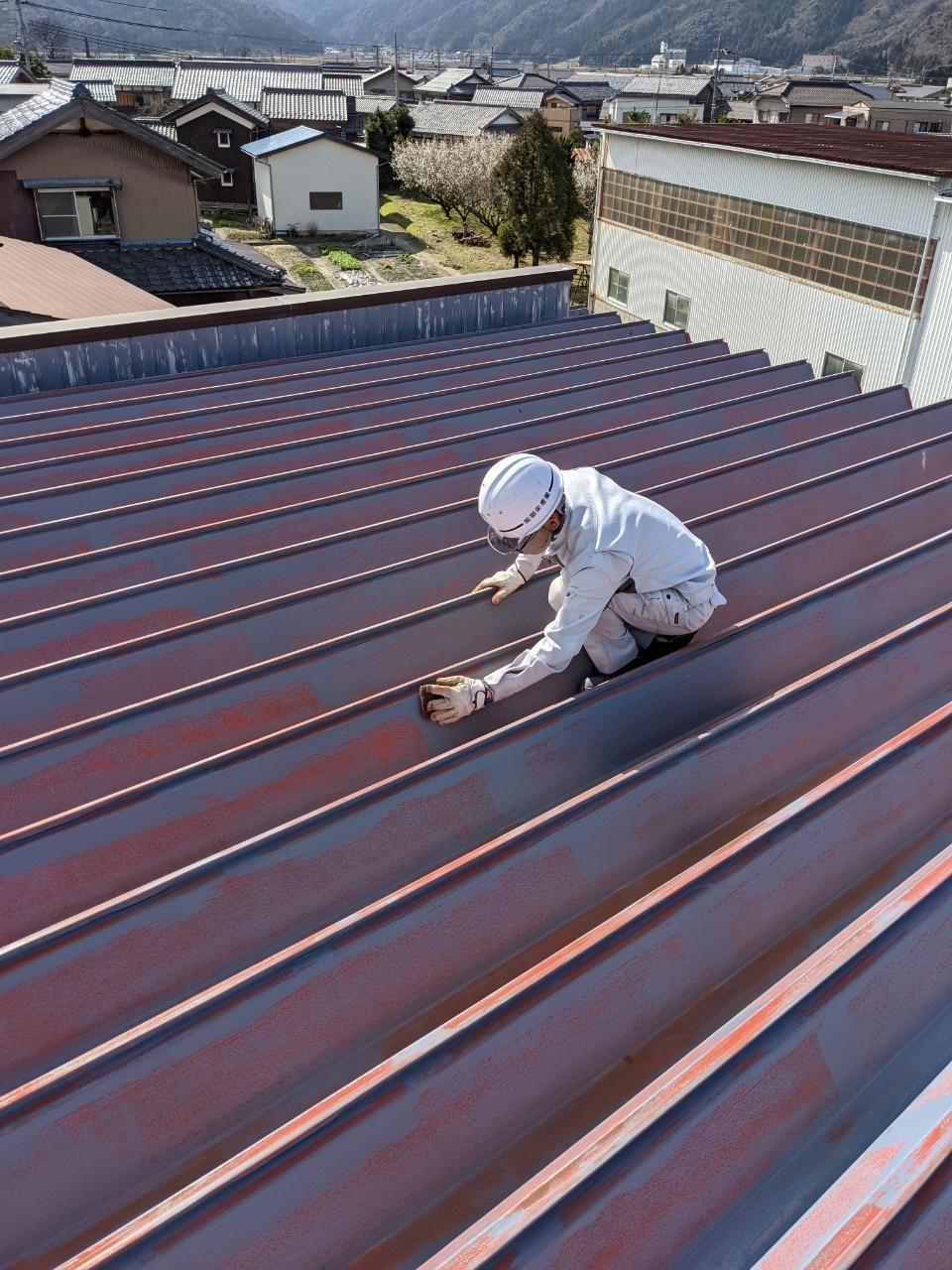 ケレン作業:まずしっかり錆を落とします。塗装する前の重要な工程。