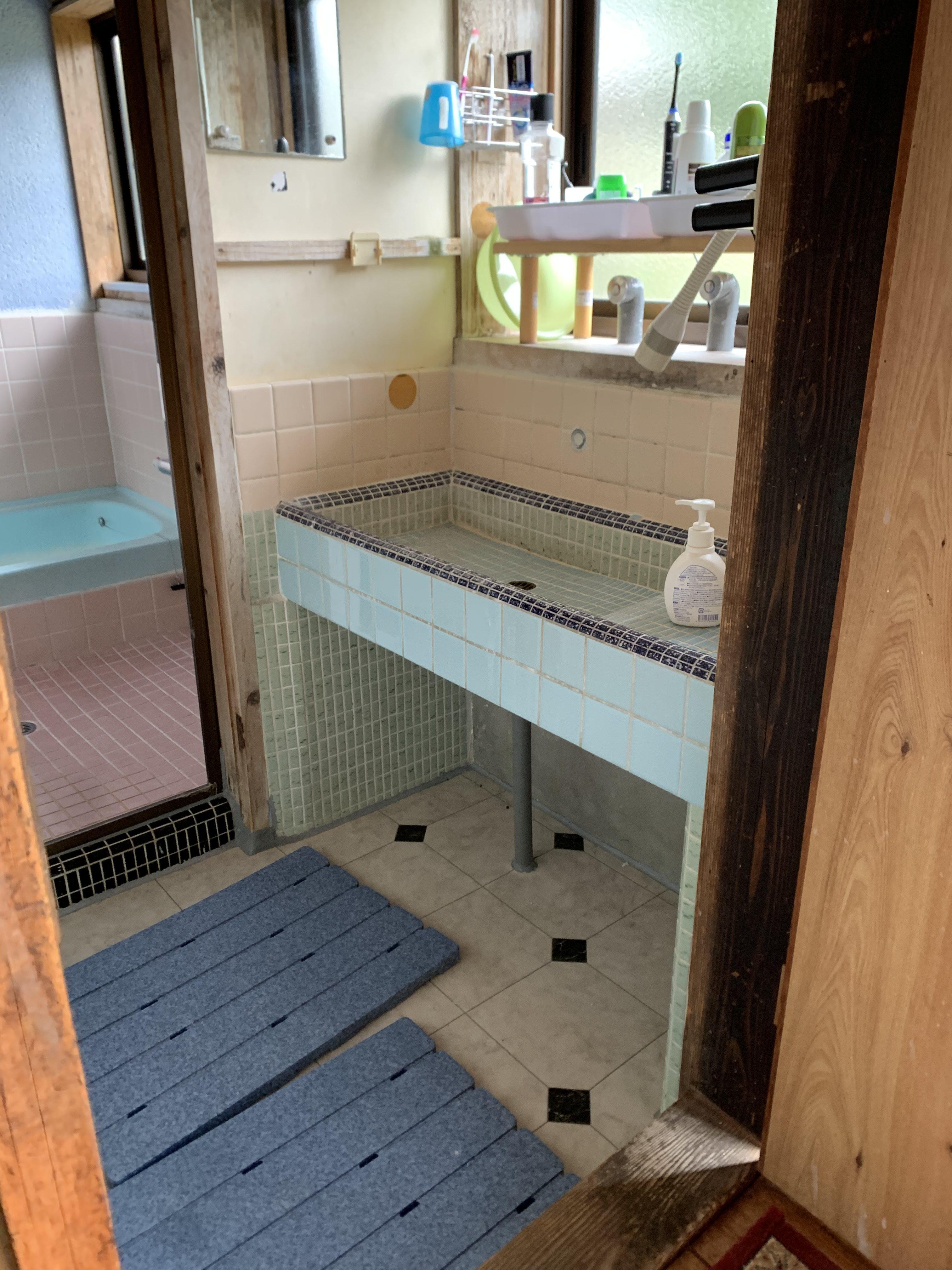 現状:タイル洗面台