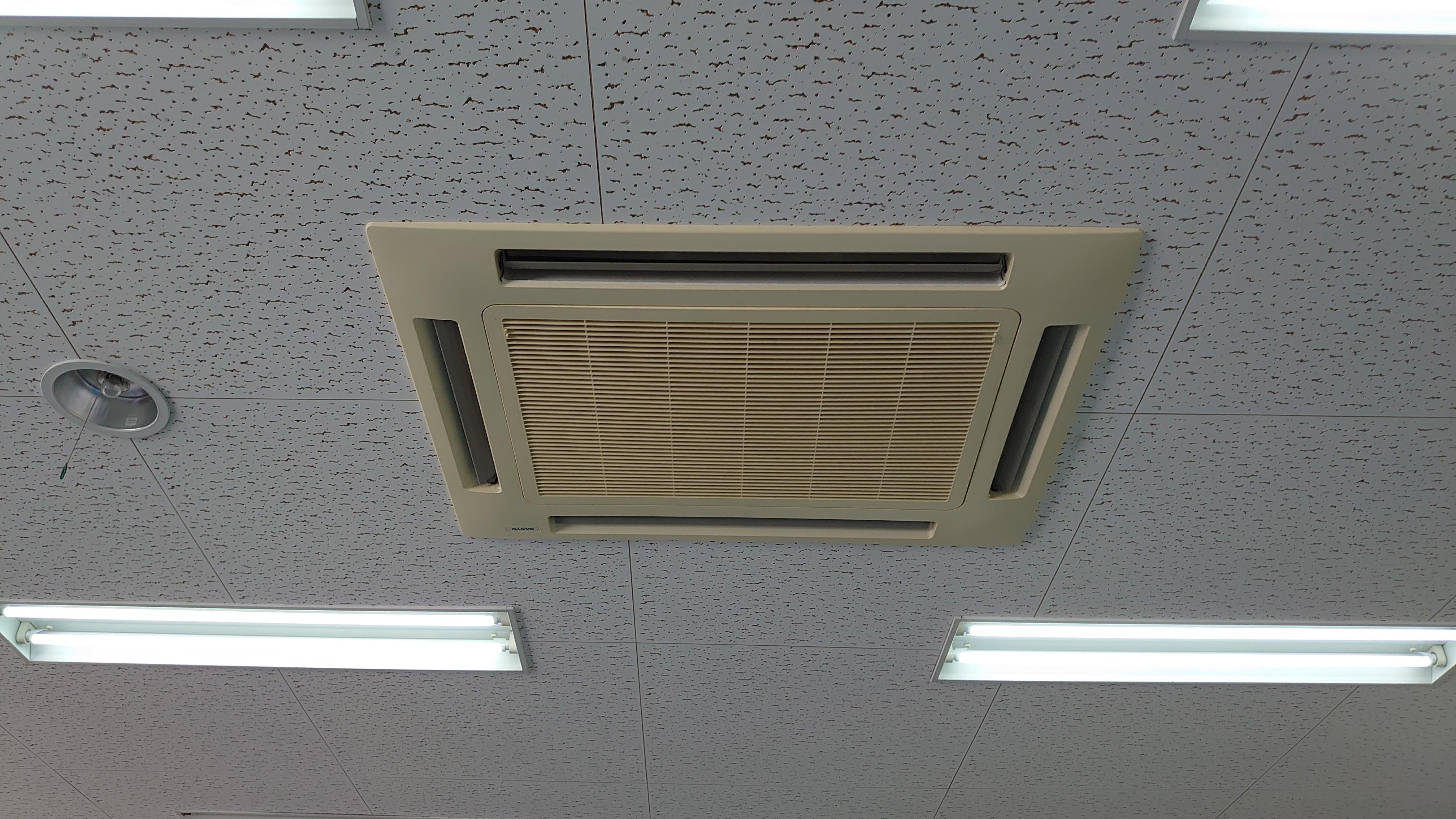 稼動しなくなった会議室空調