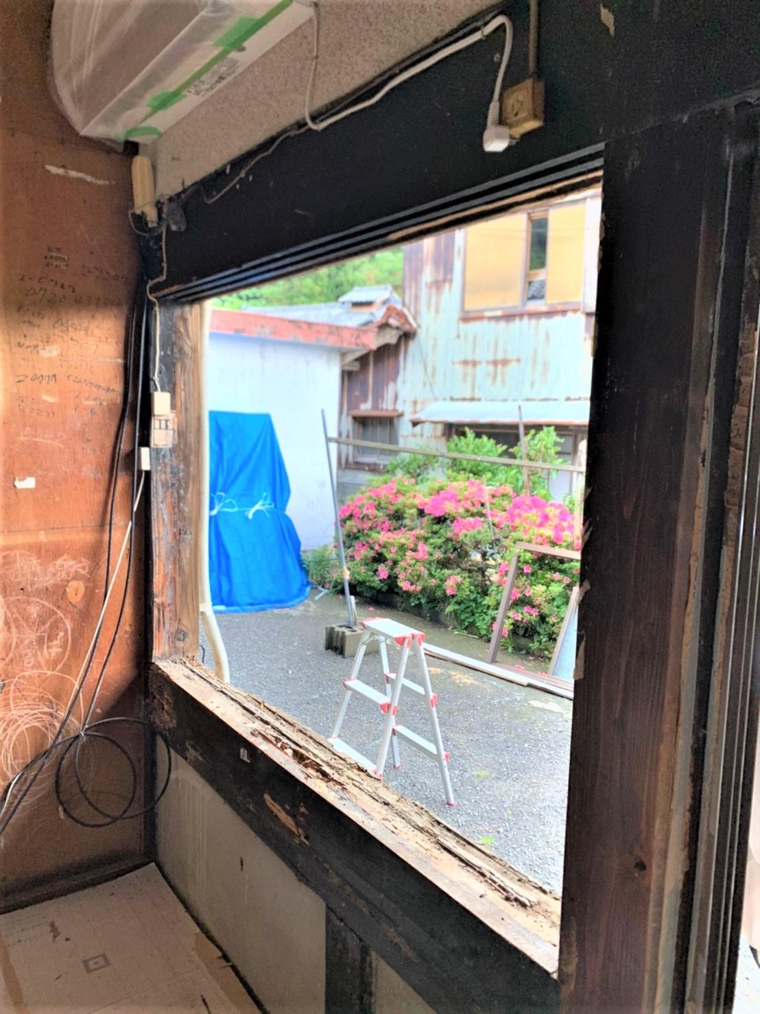 隙間風が入るという窓枠は歪みを修正し、