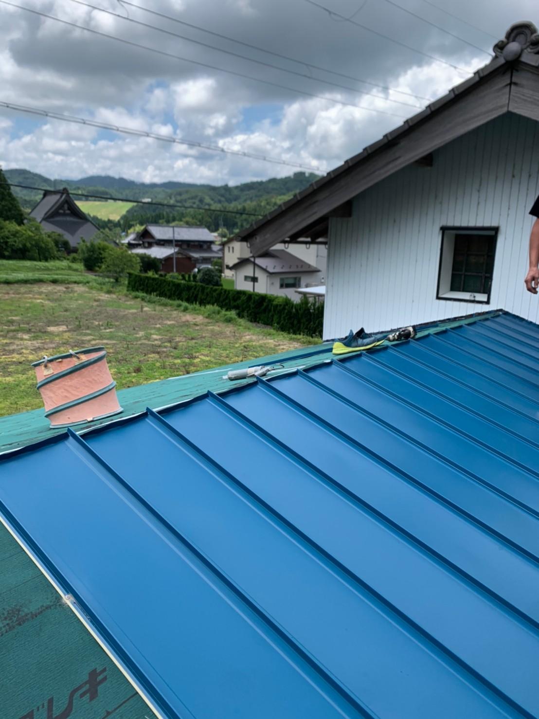 耐久性に優れ、軽量なガルバリウム鋼板を使用