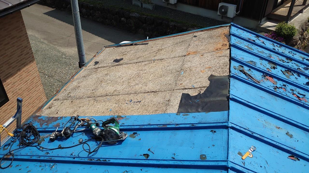 施工開始:既存屋根材の撤去